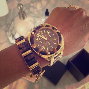 Michael Kors tortoise shell bracelet